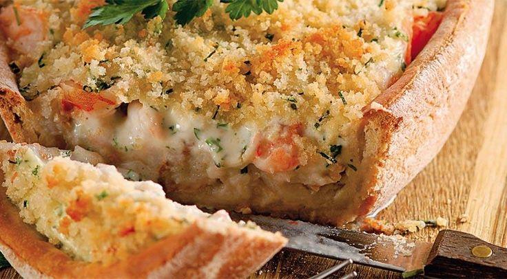 Хрустящий пирог с треской, пикшей и креветками