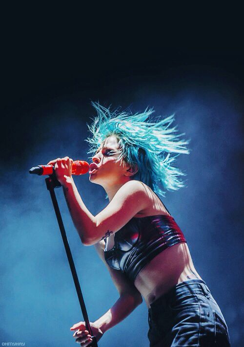 Hayley Williams performing with Paramore at the Reading Festival 2014.