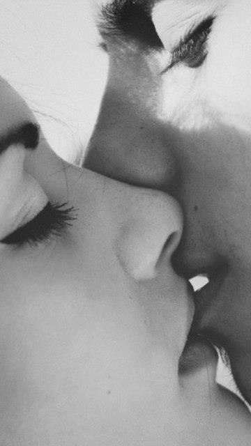 Comme la première fois que ses lèvres se sont posées sur les miennes... #love #amour #levres #lips #baiser