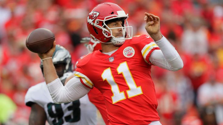 Kansas City Chiefs quarterback Alex Smith questioned why President Trump was condemning NFL players more strongly than he did white supremacists last month.