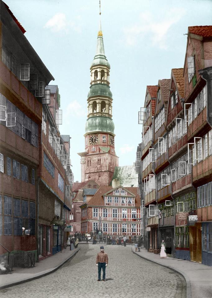 Wir haben Hamburg auch aus den ganz alten Zeiten... Hamburg - historische Aufnahmen: http://www.bilderwerk-hamburg.de/…/hamburg-historische-bil…/