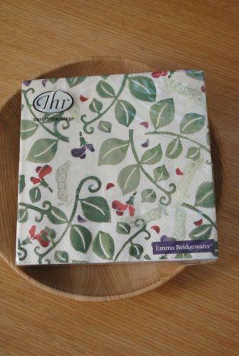エマ・ブリッジウォーターデザインの紙ナプキンです。ランチョンマットはもちろん、お菓子を包んだり、デコパージュに使ったりと使い道は色々。