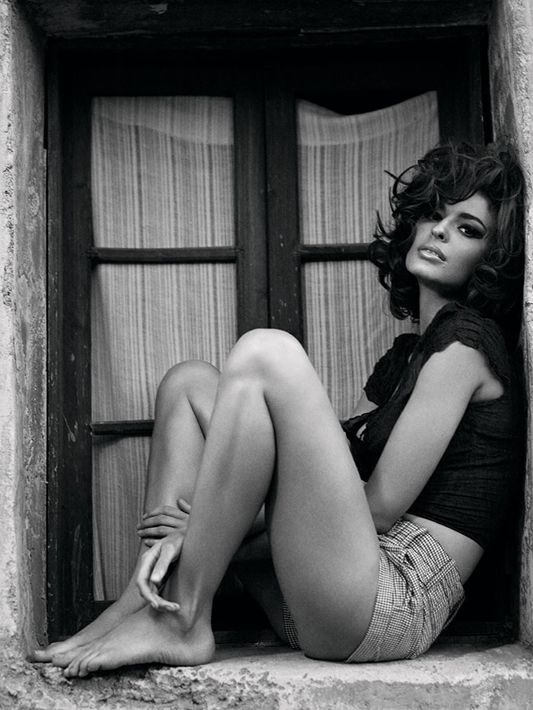 Sophia Loren-a-like Line Gost, photgraphed by Bryan Adams (yeah that one).
