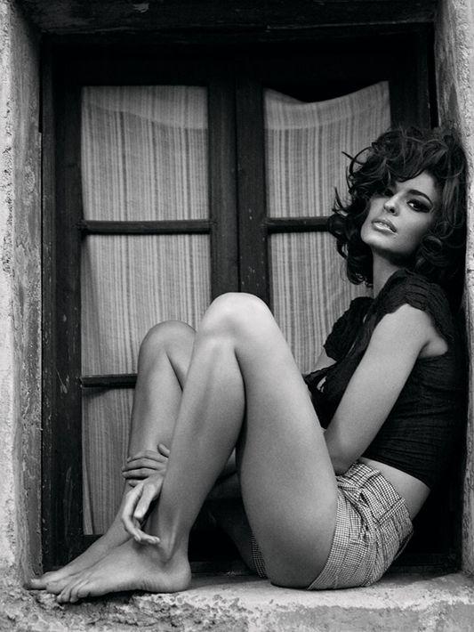 Sophia Loren-a-like Line Gost, photgraphed by Bryan Adams (yeah that one).