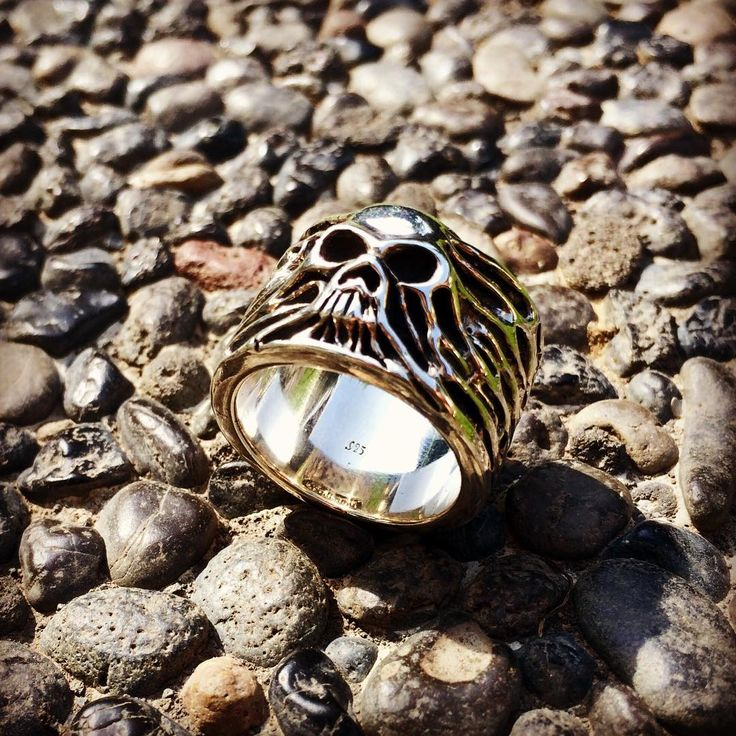 """Feel your freedom with """"Rising Skull"""" Silver Skull Ring 💀👊 . Double tap if you LIKE it🙌.Guillaume collection🔥💀"""