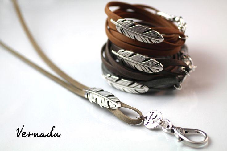 Vernada® Design -avainkoru/rannekoru samassa, HÖYHEN, nahka, harmaanruskea / bohemian style /  #Vernada #jewelry #bracelet #wraparound #leather #suomestakäsin #finnishdesign