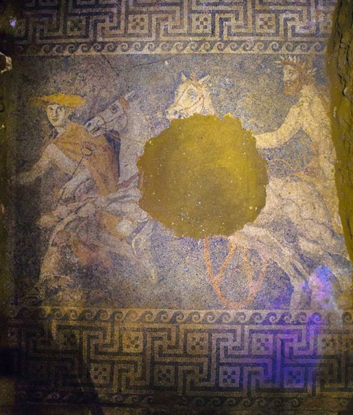 El mosaico de la tumba de Anfípolis http://teselashispanas.blogspot.com.es/2014/10/el-mosaico-de-la-tumba-de-anfipolis.html …