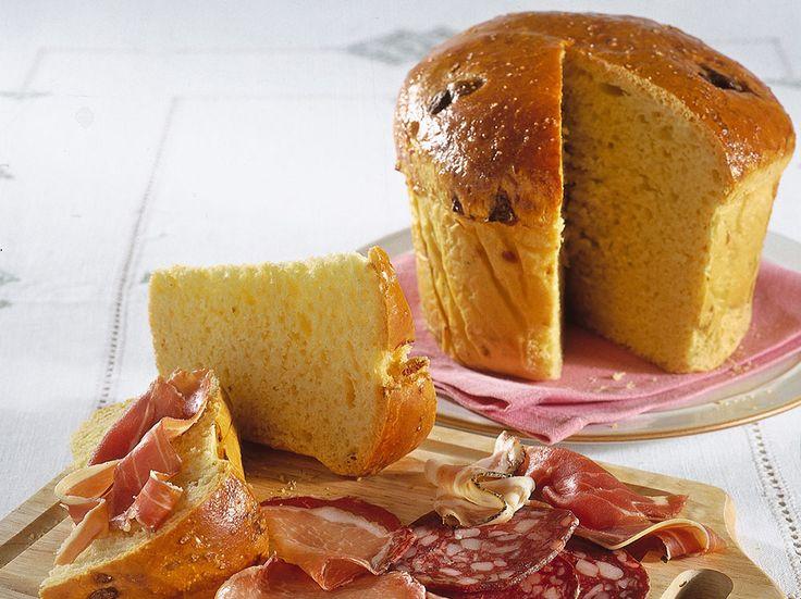 Una ricetta della tradizione del centro Italia, morbida e sfiziosa, servita per le feste pasquali. Scopri come preparare la torta al formaggio con Grazia