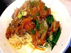 Biefstuk met wortel is een echt authentiek Chinees gerecht. Het mooie van dit biefstuk recept is dat je een prachtig Oosters gerecht maakt zonder dat je erg veel verschillende kruiden nodig hebt waarvoor je weer speciaal naar een toko moet. (Visited 21 times, 1 visits today)