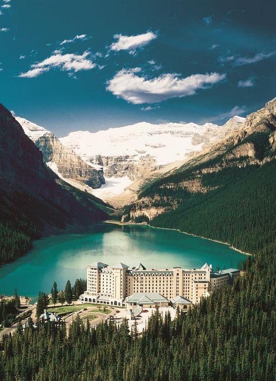 Les alentours du Château Lake Louise au Canada : un cadre agréable et reposant pour de belles vacances !