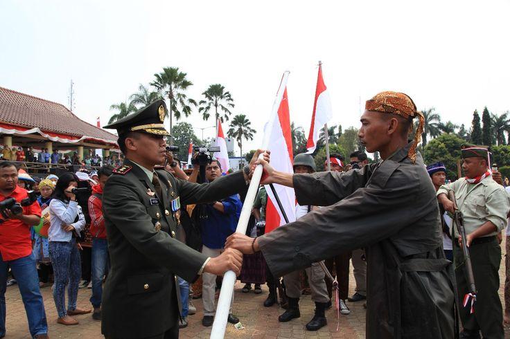 Pandeglang, Penampilan drama kolosal Perjuangan Besar Jendral Sudirman ikut meriahkan HUT ke-72 Kemerdekaan Republik Indonesia Kabupaten Pandeglang Banten, Kamis 17 Agustus 2017.