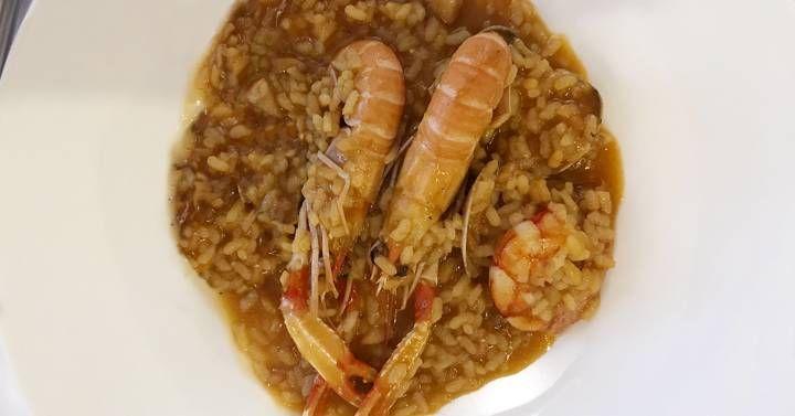 No todo es paella en Valencia  la chef de Casa Carmina nos enseña a hacer uno de los mejores arroces caldosos que hemos probado en nuestra vida.