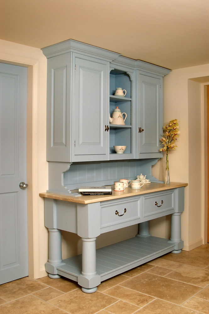 Farrow and Ball Parma Grey. Painted the kitchen walls with this paint, beautiful!