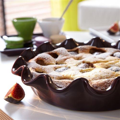 Bak de lekkerste taarten in deze mooie, elegante taartvorm van Emile Henry. De taartvorm is oven-, magnetron- en vriezerbestendig en kan in de vaatwasser. De taartvorm is krasvast en breukbestendig waardoor het een aanwinst in de keuken is.