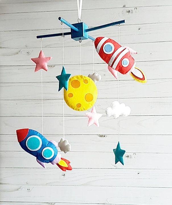 Handgemachtes Raketen-Mobile aus Filz von Zootoys  Preis: 62,50 € plus Versand, gefunden auf Etsy Gibt es hier: http://monsterkiste.de/MobileWeltraum#fuerKinder #Kinderzimmer #Babys