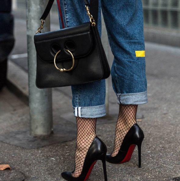 Si lo tuyo son los tacones… este consejo te fascinará.   16 Maneras de usar medias de red y lucir estilosa