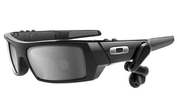 Google è al lavoro su un paio di occhiali futuristici con sistema operativo Android e diverse componenti tecnologiche e potranno offrire un servizio di realtà aumentata in tempo reale, direttamente a portata di sguardo. Dovrebbero essere rilasciati entro fine anno ad un prezzo compreso fra i 250 e i 600 dollari.