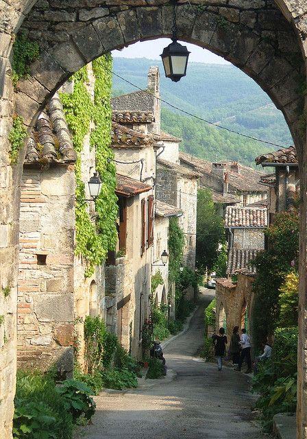 Picturesque streets of Bruniquel, Midi-Pyrénées, France