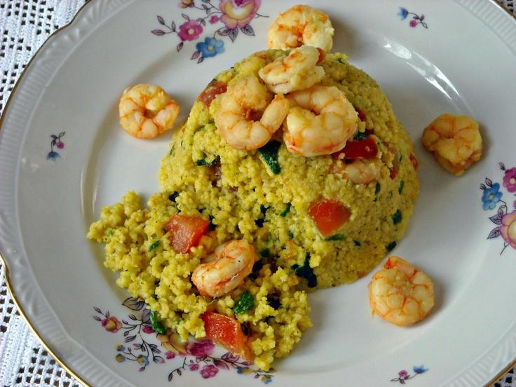 """""""Timballini di Couscous"""" con zucchine, gamberi, pomodori e zafferano."""
