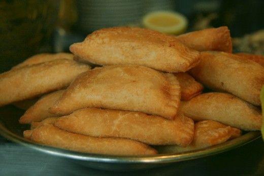 se trata de un plato de comida mexicana llamado empanadas de pollo . este es un plato muy popular . los restaurantes que sirven a esto está en México . este plato está hecho de pollo y pan. muchas personas utilizan este plato por su religión .