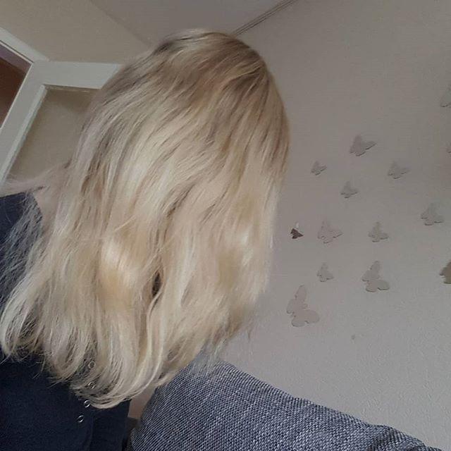 Strahnchen Gemacht Blond Blondhair Strahnchen Friseur Ichliebees Longhair