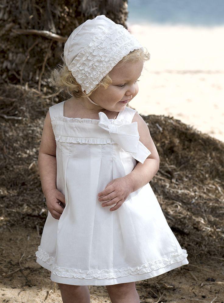 Vestido blanco y capota bebé