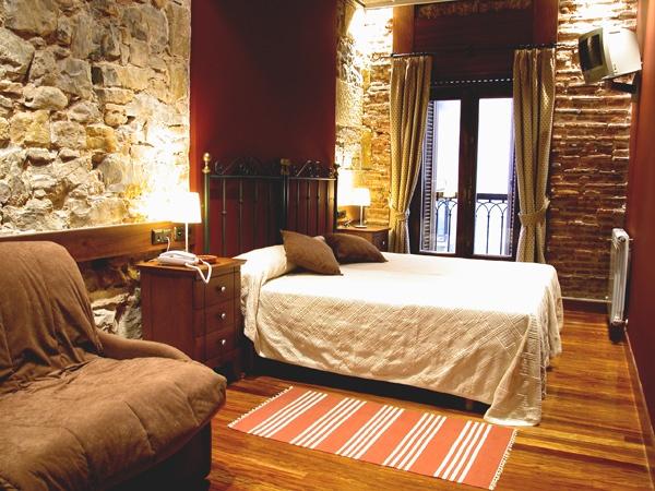 Pension Edorta Guesthouse - San Sebastian $65e