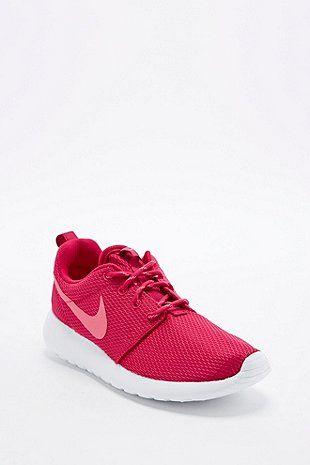 Nike - Baskets Roshe Run bordeaux - Urban Outfitters