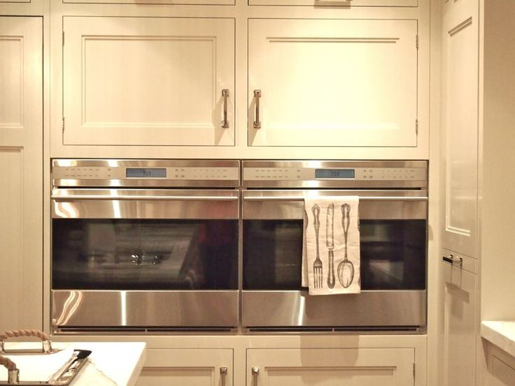 I would love to have double ovens like this! Mine are vertical and with my height I have a hard time reaching the top one.