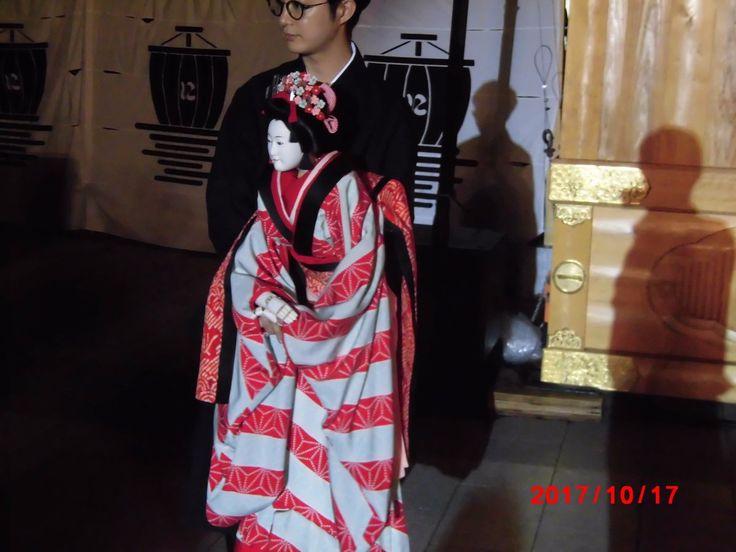 """ヤンマーさんのツイート: """"8回上演のうち雨のため5回が中止 中止時は人形を触ることや人間国宝と撮影することもできたとか にっぽん文楽 in 上野の杜 文楽人形との撮影時間もあり一緒に撮ってきました。きれいだった 「万才、関寺小町」「増補大江山」 大江山の内容はホラーもので後半の立ち回りが激しすぎて驚いた https://t.co/E0HOtJoJMa"""""""