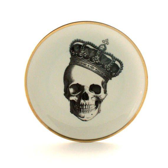 Altered Royal Skull Vintage Plate 7.57 Porcelain Crown