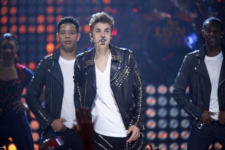 Justin Bieber To End the American Music Awards With A Bang, Will Perform Alongside Ex Selena Gomez - http://www.morningnewsusa.com/justin-bieber-to-end-the-american-music-awards-with-a-bang-will-perform-alongside-ex-selena-gomez-2344685.html