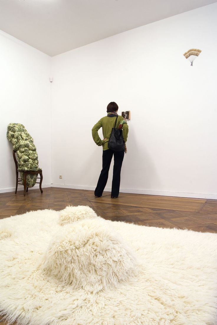 Elodie ANTOINE - Tapis bulbeux, 2007, mixed media, woollen carpet, 210x140x24cm, unique
