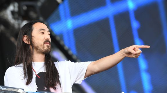 Steve Aoki jumps into esports arena buys 'Overwatch' champ team Rogue