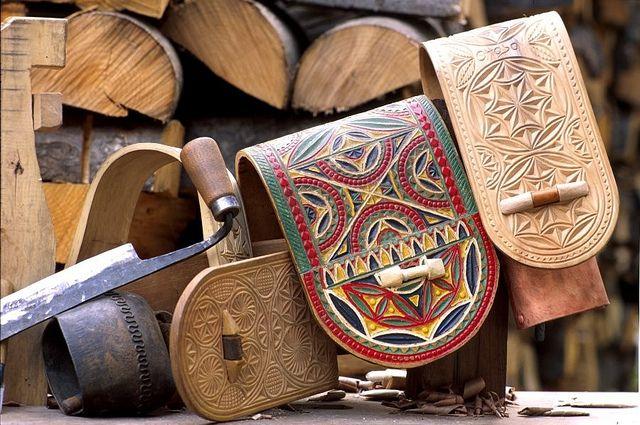 Collari intagliati dell'artigianato tipico della Valle d'Aosta