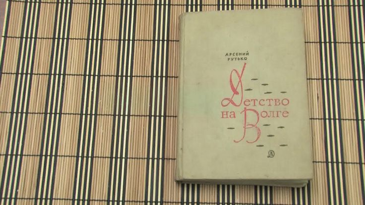 Un libro cavo può essere un modo davvero astuto per nascondere qualcosa, che si tratti di una chiave di riserva, degli appunti segreti o semplicemente del denaro. Quasi a nessuno viene in mente di controllare la libreria, se cerca qualcosa ...
