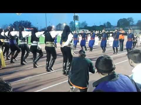 Κρητικοί χορεύουν αντικριστά με Πόντιους - YouTube