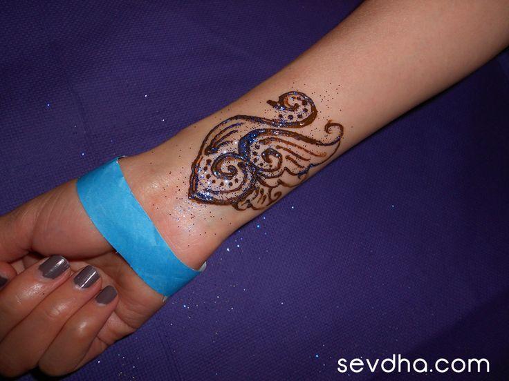 Henna Cross Tattoo: 17 Best Henna Wrist Cross Tattoos Images On Pinterest