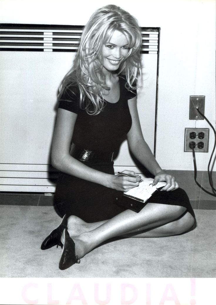 ☆ Claudia Schiffer | Photography by Steven Meisel | For Vogue Magazine Italy | November 1994 ☆ #claudiaschiffer #stevenmeisel #vogue #1994