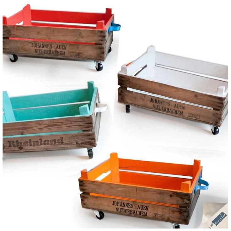 Een nieuw model opbergbox! Vroeger gebruikt als fruitkist en nu ontzettend handig en sfeervol om je rondslingerende spullen in op te bergen! http://www.iamrecycled.nl/nl/nieuw