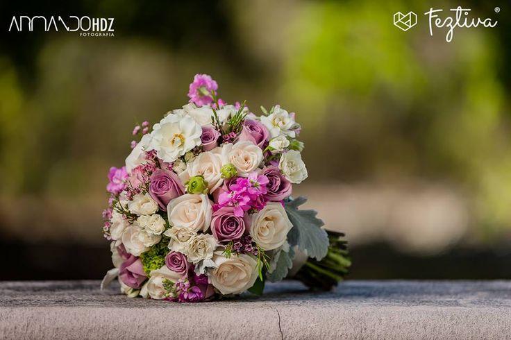 Boda de Sheila Maliachi & Carlos Domínguez  Fotografía.- Armando HDZ Fotografia  Ramo de la novia, flores de la iglesia, centros de mesa de la recepción.- Florería Los Angeles  #wedding #boda #bouquet #ramo #weddingday #Merida #Yucatan #Mexico