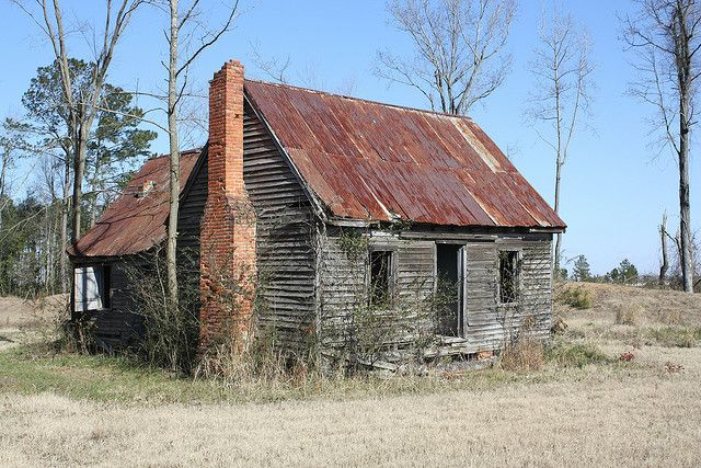 Abandoned farm buildings in rural Greene County