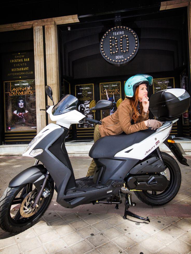 KYMCO Scooter. Sesión fotográfica con Mey Green y una de las scooter KYMCO de rueda alta http://www.kymco.es/scooters/agility-city-125.html