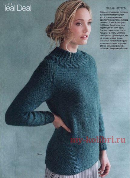 Модный свитер спицами платочной вязкой и деталями из кос