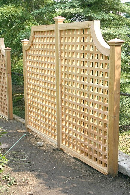 Hot tub lattice privacy fence woodworking projects plans for Lattice yard privacy screen