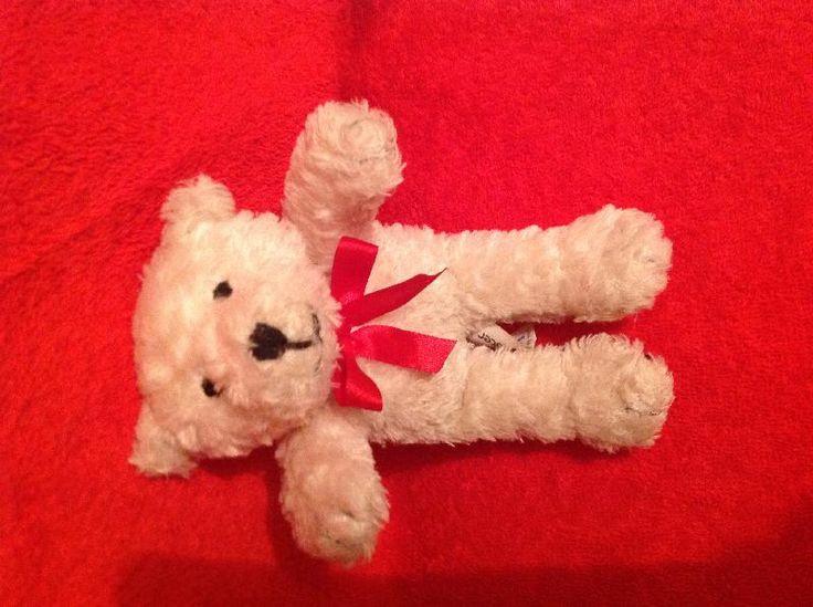 Found on 21/06/2014 @ Flughafen Ibiza, Parkhaus. Wir haben diesen süßen Teddybär gefunden. Er lag traurig auf dem Bauch vor dem Fußgänger Eingang zur Parkgarage auf dem Flughafen Ibiza am 21.06.2014 um 17.40 Uhr. Er hat ein deutsches Etikett... Visit: https://whiteboomerang.com/lostteddy/msg/5b3fju (Posted by Elbajo on 07/07/2014)