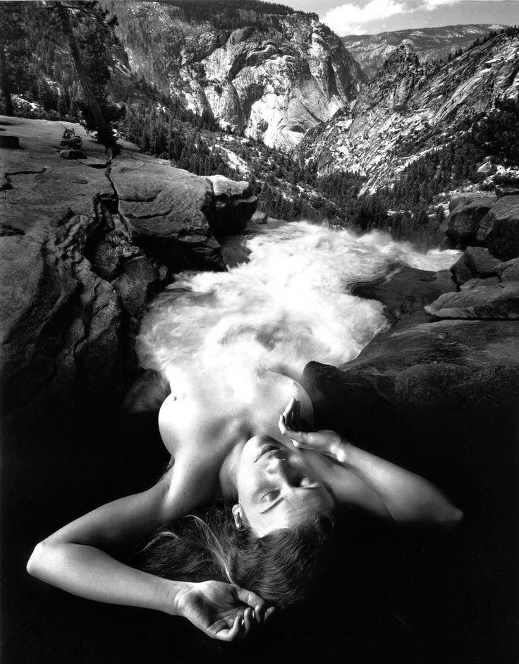 """Без названия 🔱 Исполнитель: Jerry Uelsmann Дата: Фотограф: 1977 Средний """"Мы позволяем река душ свои банки с духом, который поражает людей, живущих там, и мы защищаем эту реку, зная, что без его благословения, люди не имеют никакого источника души."""" -..."""