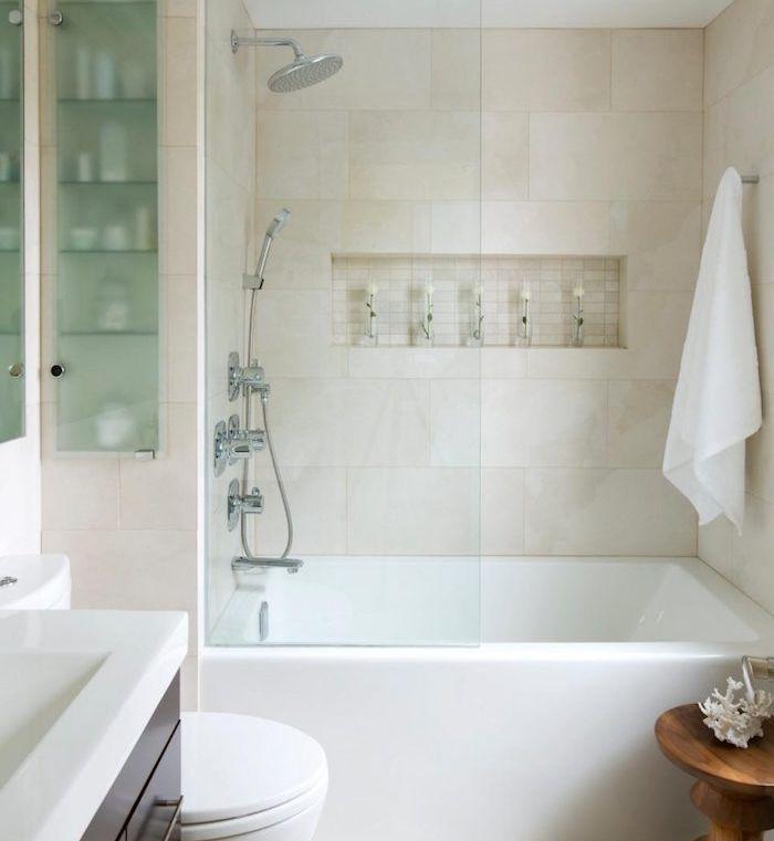 1001 astuces et id es d 39 am nagement petite salle de bain 2m2 salle de bain bathroom tub - Amenagement salle de bain 2m2 ...