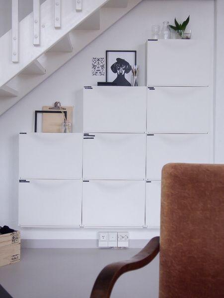 säilytysratkaisu,portaat,olohuone,olohuoneen sisustus,säilytys