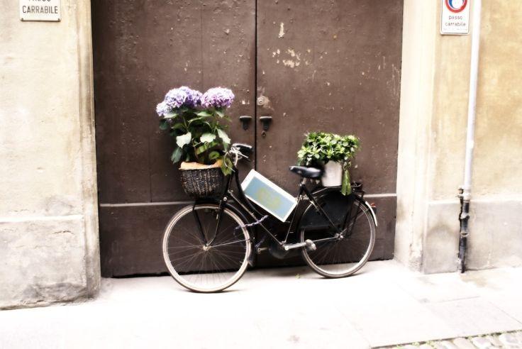 Typical street scene, Via Faenza, Firenze. Just around the corner from my flat.
